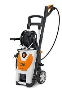 10-135 bar, 500 l/h, 20.0 kg High power cleaner with high water throughput, ideally suited for larger jobs around the property and garden. High pressure hose reel with additional wind-up assistance, 9m steel reinforced hose, holders for additional accessories such as rotating wash brush and flat textile hose.